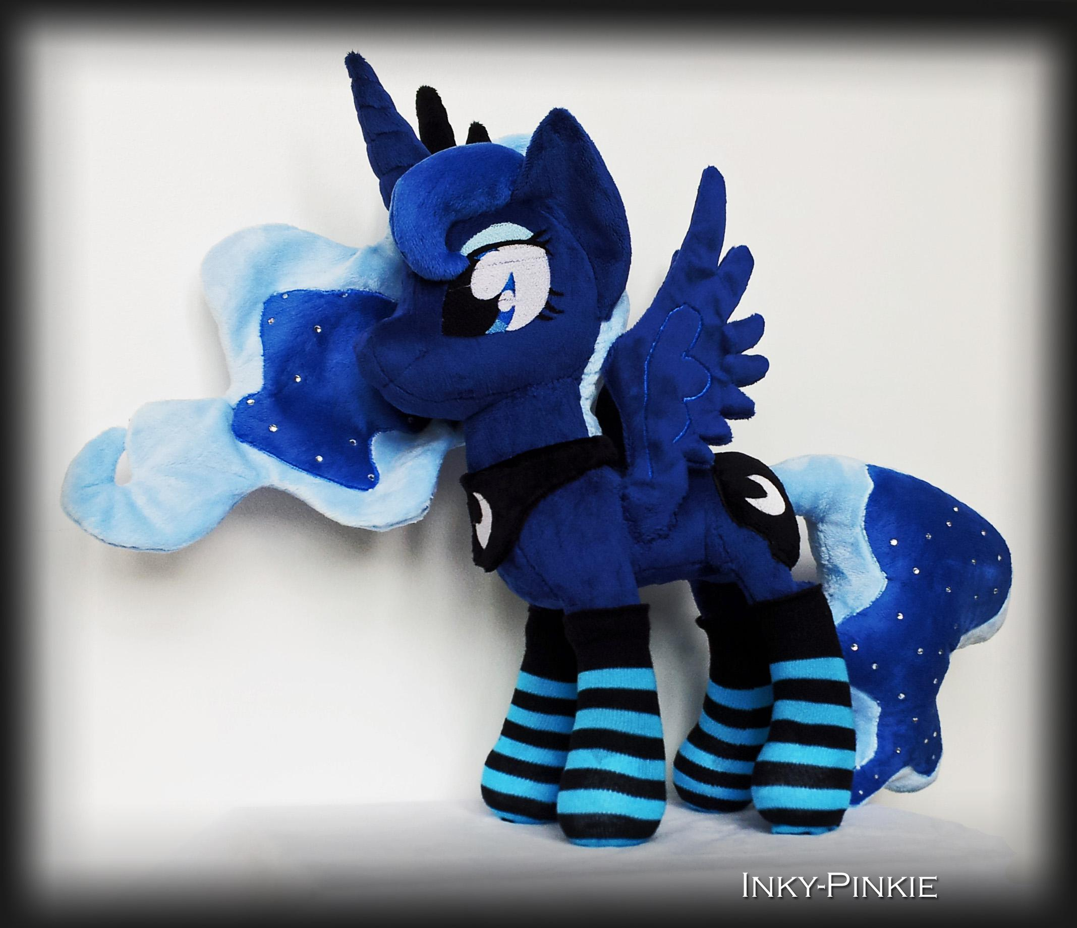 Commission: Princess Luna with Socks