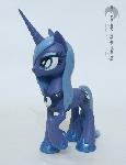Wet mane Luna
