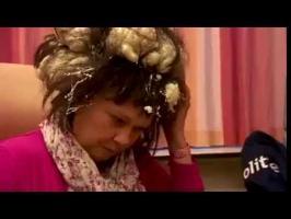 Elle confond mousse à cheveux et mousse expansive