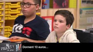 Christophe Castaner explique aux enfants comment gagner la bataille en donnant aux caisses de grève