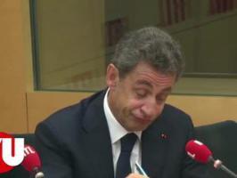 Nicolas Sarkozy oublie qu'il est filmé à la radio
