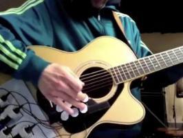 Jouer de la guitare et de la batterie en même temps