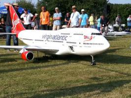 Modèle réduit d'un avion Boeing 747-400 radio-commandé