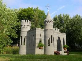 Il contruit un château-fort en béton avec une imprimante 3D